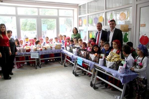 Ezine Yahya Çavuş İlk ve Ortaokulunda Yerli Malı Haftası Kutlandı